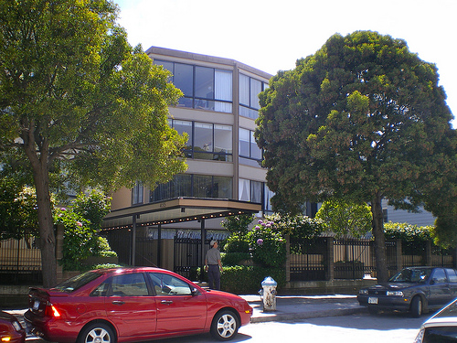 The front of the apartment building on Vallejo Street.